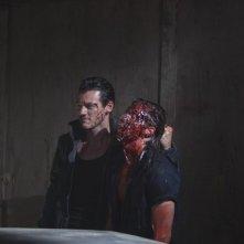 Luke Evans in una delle sequenze più violente di No One Lives