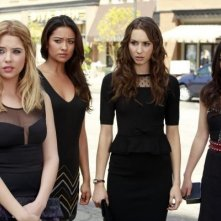 Pretty Little Liars: Troian Bellisario, Ashley Benson, Lucy Hale e Shay Mitchell in un'immagine della quarta stagione