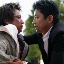Shield of Straw: Takao Osawa in un faccia a faccia con Tatsuya Fujiwara in una scena del film