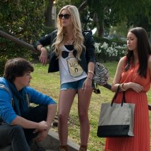 The Bling Ring: Katie Chang, Claire Julien e Israel Broussard in una scena