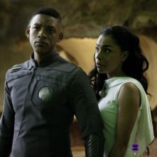 Will Smith e Sophie Okonedo  in una scena del post apocalittico After Earth