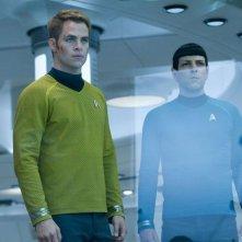 Zachary Quinto insieme a Chris Pine in una scena di Into Darkness - Star Trek