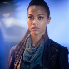 Zoe Saldana in una scena di Star Trek Into Darkness nei panni di Uhura