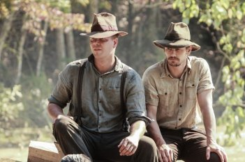 As I Lay Dying: James Franco e Jim Parrack in un'immagine del film