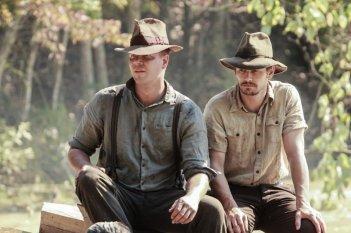 As I Lay Dying: James Franco e Jim Parrack in un'immagine del film