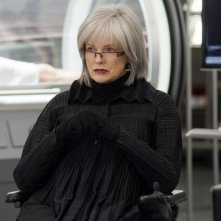 Fringe: Blair Brown in un momento nell'episodio Anomaly XB-6783746