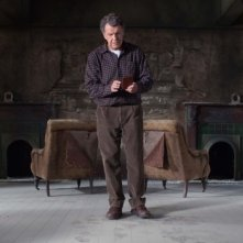 Fringe: John Noble in un momento dell'episodio Through the Looking Glass and What Walter Found There