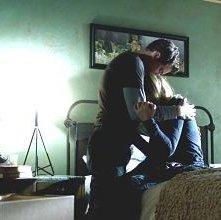 Fringe: Joshua Jackson e Anna Torv in un'immagine dell'episodio An Origin Story