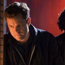 Fringe: Joshua Jackson e Jasika Nicole in un'immagine dell'episodio Unificatore di pensieri