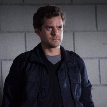 Fringe: Joshua Jackson in un momento dell'episodio The Human Kind