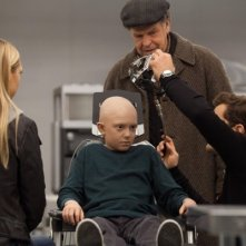 Fringe: Joshua Jackson, John Noble, Anna Torv e Rowan Longworth nell'episodio Anomaly XB-6783746