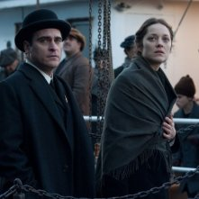 The Immigrant: Marion Cotillard con Joaquin Phoenix in una scena del film