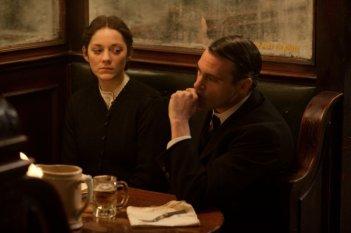 The Immigrant: Marion Cotillard in un momento del film insieme a Joaquin Phoenix