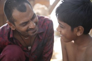 Monsoon Shootout: il protagonista del film Nawazuddin Siddiqui in una scena
