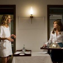 Tip Top:  Isabelle Huppert con Sandrine Kiberlain in una scena