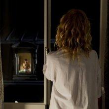 Tip Top: Sandrine Kiberlain di spalle in una scena del film