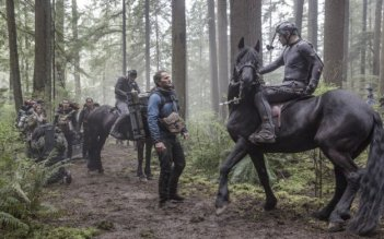 Dawn of the Planet of the Apes: Jason Clarke e Andy Serkis in una foto del set