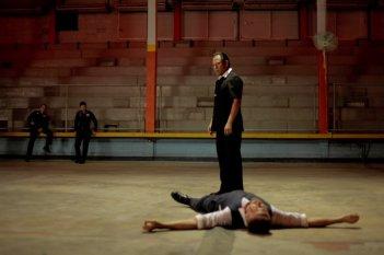 Only God Forgives: Vithaya Pansringarm mette al tappeto Ryan Gosling in una scena