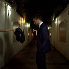 Rhatha Phongam insieme a Ryan Gosling in una scena di Only God Forgives