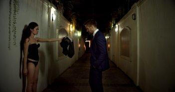 Rhatha Phongam insieme a Ryan Gosling in una scena di Only God Forgives