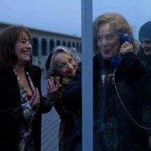 Carmen Maura, Dominique Lavanant, Françoise Bertin e Bernadette Lafont in una scena di Paulette