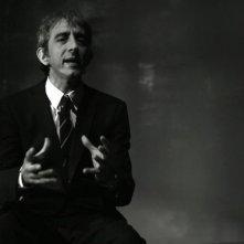 Fiamme di Gadda. A spasso con l'ingegnere: Sergio Rubini recita i testi di Gadda in una scena del documentario