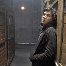 Homeland: Tewfik Jallab in una scena notturna del film nei panni di Farid