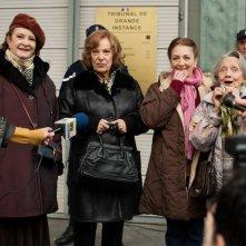 Paulette: Carmen Maura, Dominique Lavanant, Françoise Bertin e Bernadette Lafont in una scena