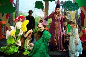 Quando meno te lo aspetti: Agnès Jaoui in una scena del film durante una recita di bambini