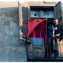 Slow Food Story: Carlo Petrini affacciato alla finestra della prima sede Arci