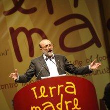 Slow Food Story: Carlo Petrini durante un convegno di Terra Madre