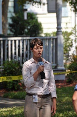 The Bay: Kether Donohue, nei panni della giornalista Donna Thompson, in una scena