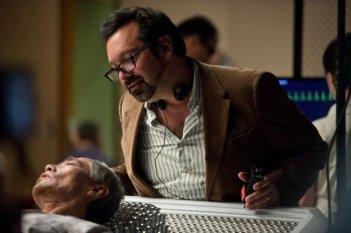 Wolverine: l'immortale - il regista James Mangold sul set insieme a uno dei suoi interpreti