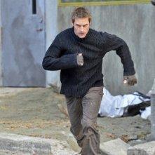 Josh Holloway in un'immagine della serie Intelligence