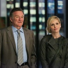 Robin Williams e Sarah Michelle Gellar in un'immagine della serie The Crazy Ones