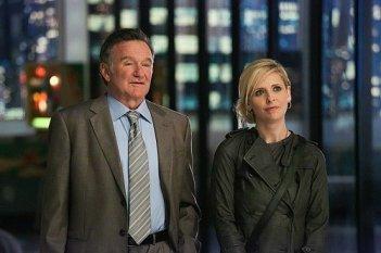 Robin Williams e Sarah Michelle Gellar in un'immagine della serie The Crazy Ones