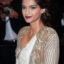 Sonam Kapoor sul red carpet della serata inaugurale di Cannes 2013