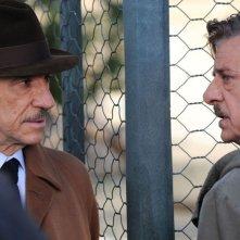 Ti ho cercata in tutti i necrologi: Giancarlo Giannini e F. Murray Abraham in un momento del film