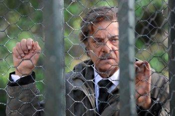 Ti ho cercata in tutti i necrologi: Giancarlo Giannini in una scena del film nei panni di Nikita, quello che porta i morti