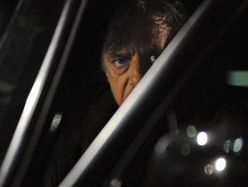 Ti ho cercata in tutti i necrologi: il regista e interprete del film Giancarlo Giannini in una scena