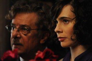 Ti ho cercata in tutti i necrologi: Silvia De Santis e Giancarlo Giannini in una scena