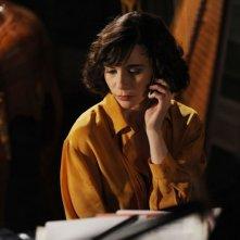 Ti ho cercata in tutti i necrologi: Silvia De Santis in una scena del film nei panni di Helena
