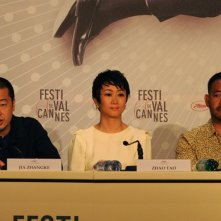 A Touch of Sin: il regista Jia Zhang-ke insieme all'attrice Tao Zhao e Wu Jiang durante la conferenza stampa di Cannes 2013