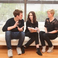 Love, Rosie: Sam Claflin e Lily Collin provano le loro scene con il copione in mano