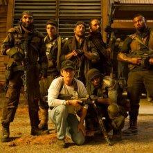 Riddick: il regista David Twohy sul set con il cast di soldati