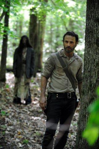 Andrew Lincoln in un'immagine della quarta stagione di The Walking Dead, in arrivo in autunno in Italia su Fox
