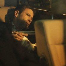 Aaron Eckhart in Erased: una scena del film