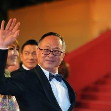 Blind Detective: il regista Johnny To saluta i fan sul red carpet di Cannes 2013