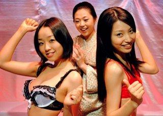 Dead Sushi: un gruppo di ragazze balla in biancheria intima