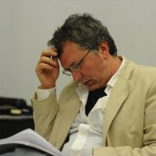 Una vita da sogno: il regista Domenico Costanzo in pausa di riflessione sul set